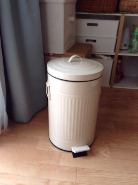 【育児用品】オムツ用に購入したペダル式ゴミ箱。どうせ買うならずっと使えるものがイイ。